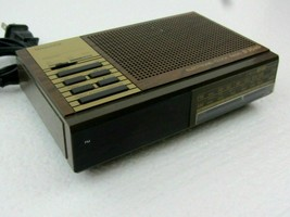 Vintage Magnavox Electronic Clock Radio D 3040 - Brown - $20.00