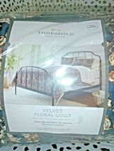 "Floral Print Velvet Tufted Quilt Threshold  92"" x 88"" Full / Queen Size  Store image 3"