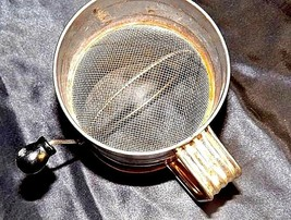 Bromwell's No. 39 3-Cup Measuring Sifter AA18 - 1185 Vintage image 2