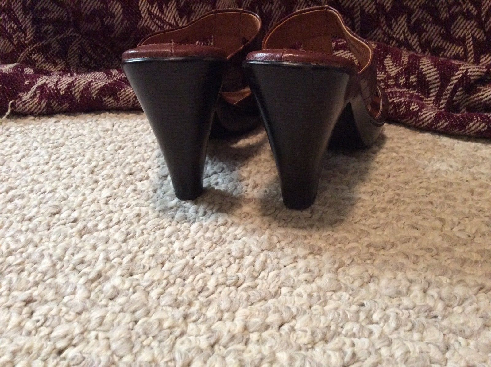 Women's 9 SOFFT BRN LEATHER Hi HEEL shoes Sandals CUTE Barely Worn