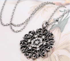 Stylish Clear Gem Round Necklace >> Combined Shipping << (7315) - $4.90