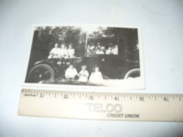 OLD PHOTO VINTAGE CAR AND FAMILY CIRCA 1930S  - $4.83