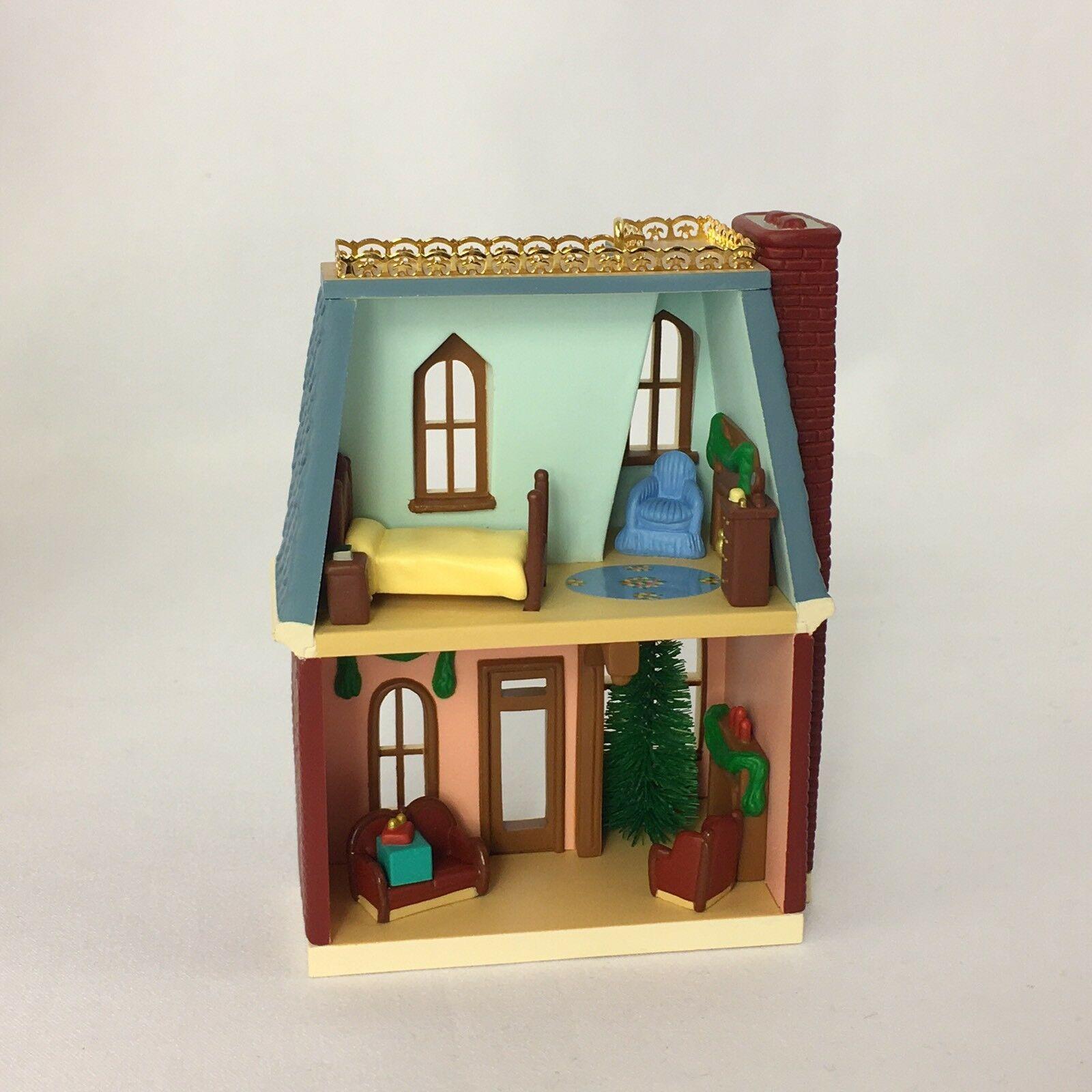 Hallmark 1999 Keepsake Ornament House on Holly Lane Nostagic Houses Shops #16