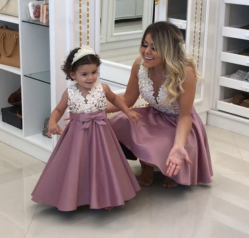Lovely A Line Wedding Flower Girls Dress Appliqued 2018 Satin Pricess Gowns