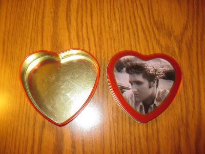 Elvis Presley Valentines Greeting Tin Russel Stover with 2000 EPE Seal image 3