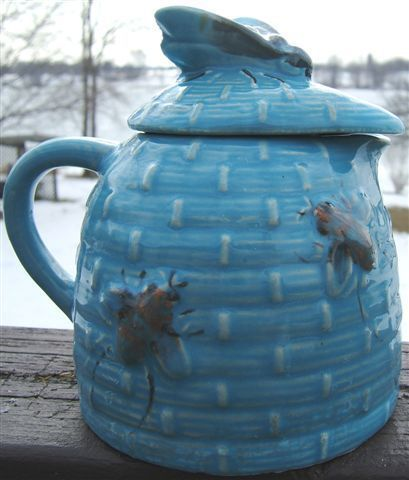 Vintage BLUE Ceramic TROPIC BEE NATURAL WILD HONEY JUG with BEE COVER