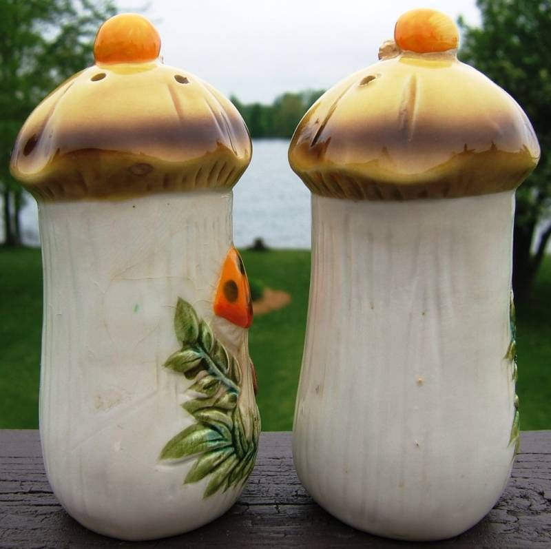 Vintage Sears Roebuck Mushroom Salt Pepper Shakers 1976