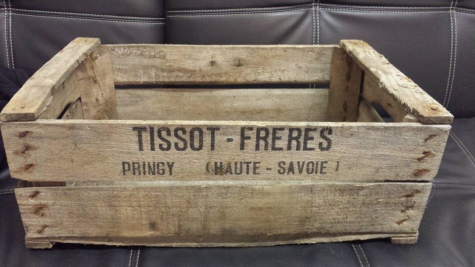 Antiques 3 x BURNT TOURCHED WOOD VINTAGE WOODEN APPLE FRUIT CRATE RUSTIC OLD BUSHEL BOX.. Antique Furniture