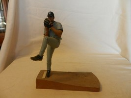 2004 Kevin Brown McFarlane New York Yankees #27 Figurine Pitching Road Gray - $22.28