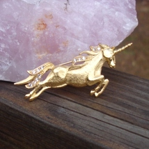 Vintage trifari tm clear crystal gold plated unicorn pin4 thumb200