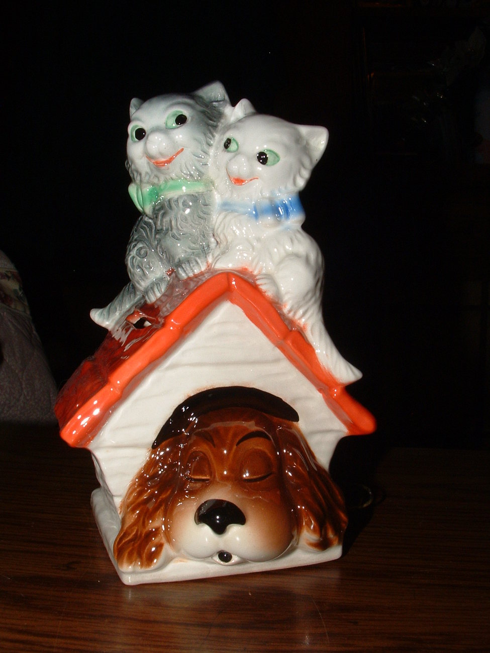 Primary image for HUMMEL / GOEBEL KITTY'S ON THE DOG HOUSE BANK W / KEY