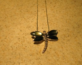 NECKLACE WOMENS GEMSTONE GRAY MOTHER OF PEARL DRAGONFLY DESIGN NEW #404 - $9.99