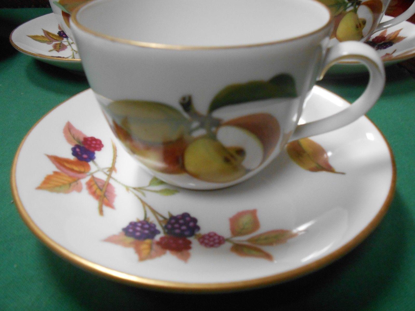 "Beautiful ROYAL WORCESTER ""Evesham"" Fine Porcelain China Set of 3 CUPS & SAUCERS"