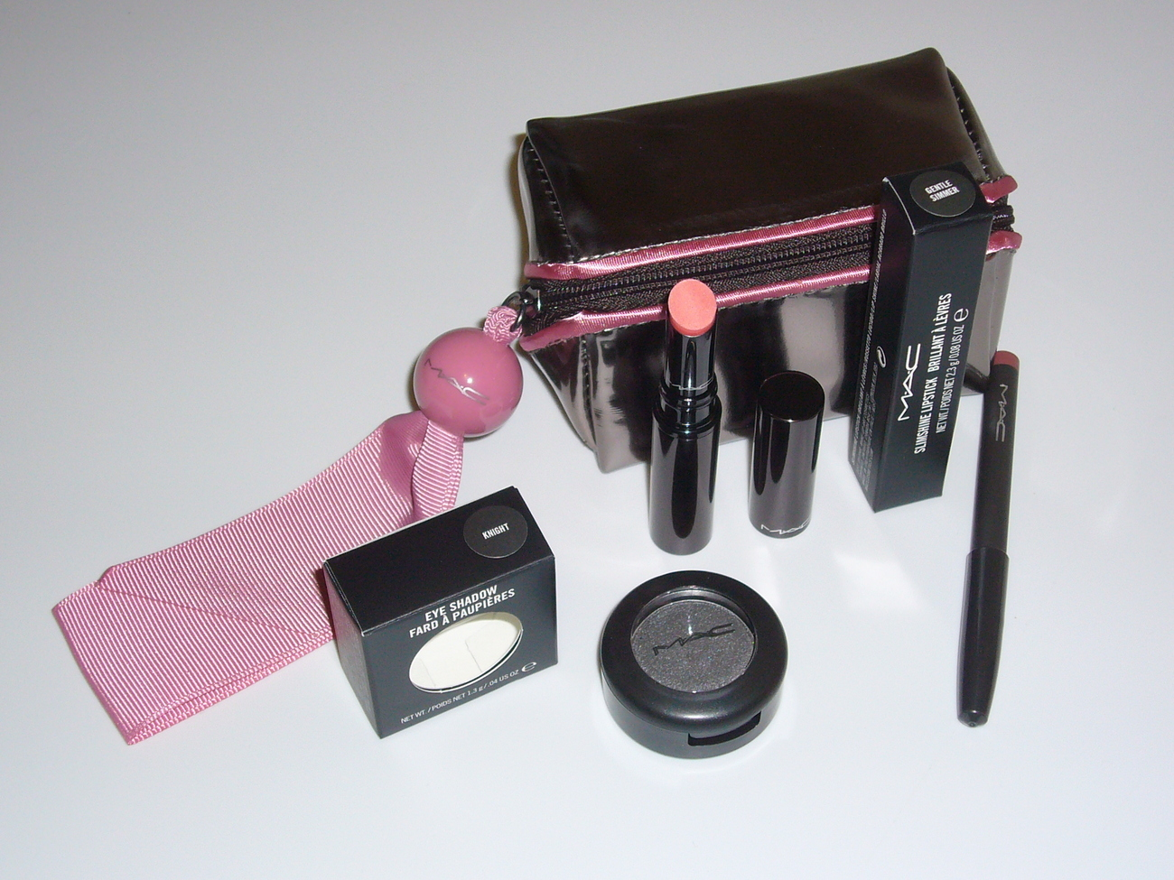 MAC Cosmetics 3 PCS Bag Lipstick Eye Shadow Set  MAC