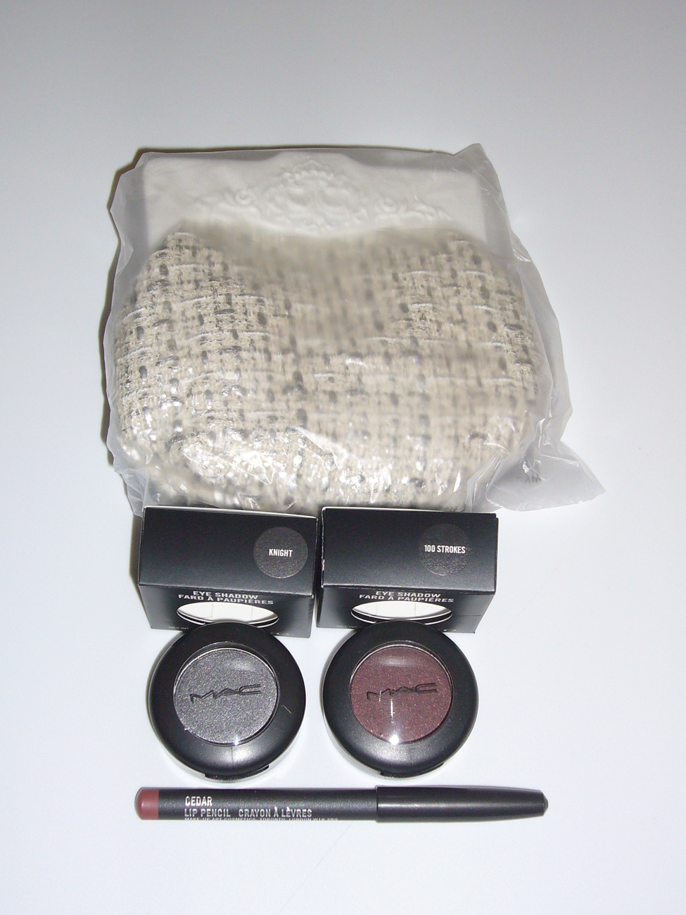 MAC Cosmetics 4 PCS Bag Lip Liner Eye Shadow Set