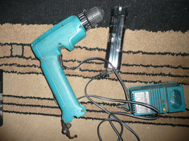 .6 V MAKITA DRILL DRIVER WITH CHARGER AND BONUS FREE BATTERY GOOD CONDITION - $29.69
