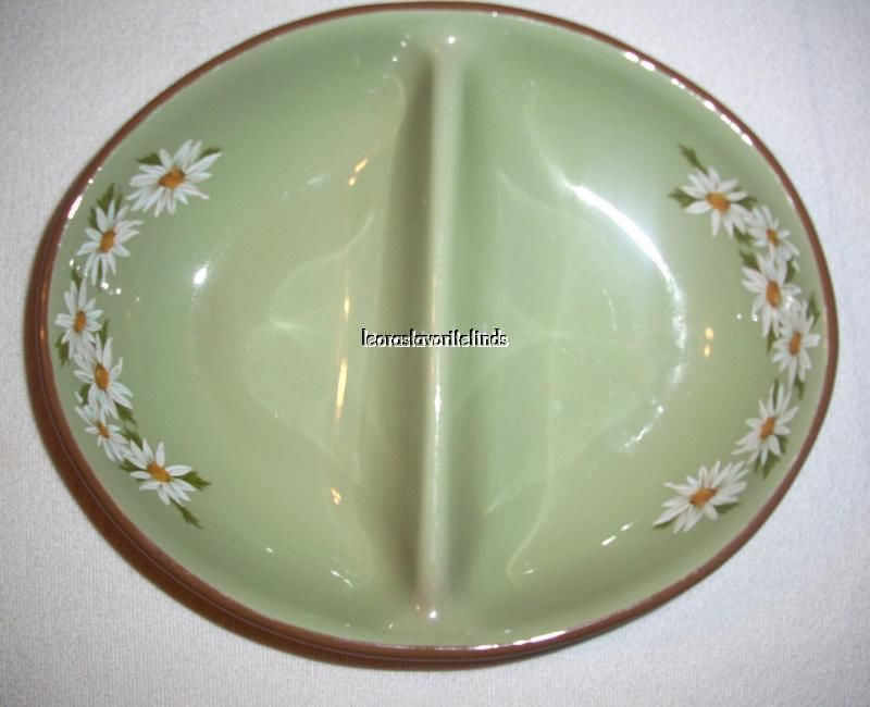 Taylor Smith Taylor Lazy Daisy Oval Divided Vegetable Bowl / Casserole image 2