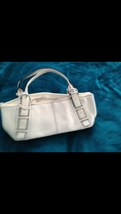 kenneth cole beautiful condition handbag with zippered closure - $68.99