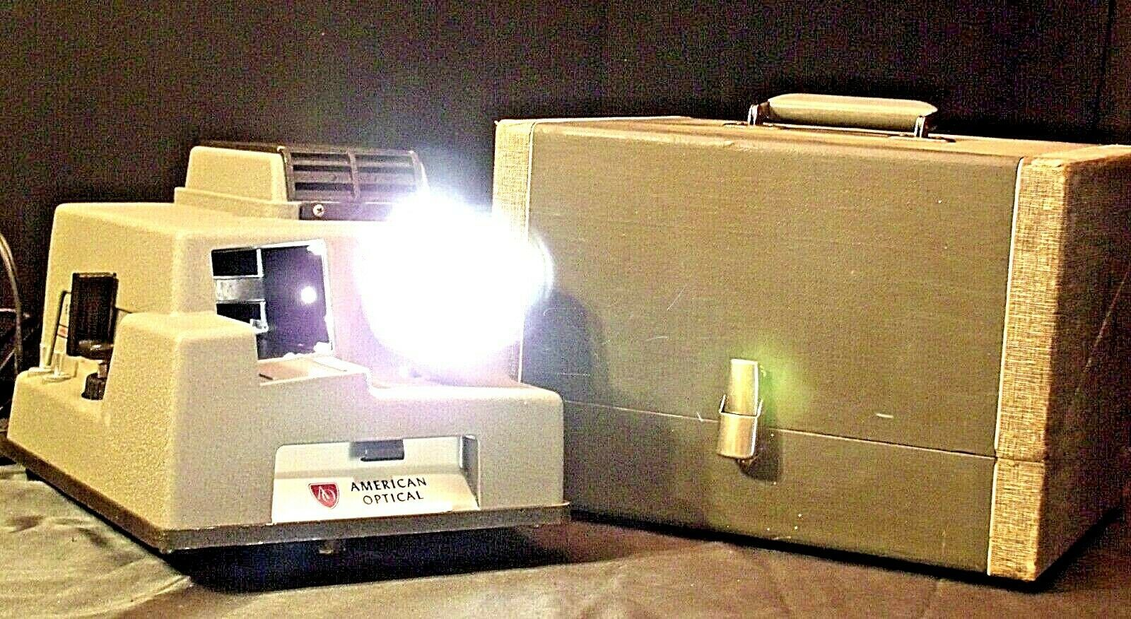 American Optical Executive 300 Slide Projector with Case AA20-2130 Antique (USA)