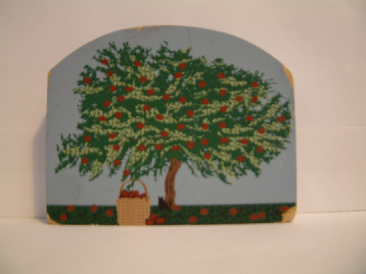 The Cats Meow Village  Apple Basket 1999