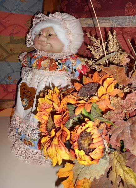 """Soft Sculptured 23"""" Free Standing Grandma Autumn Harvest Blessings Fall Pumpkins"""