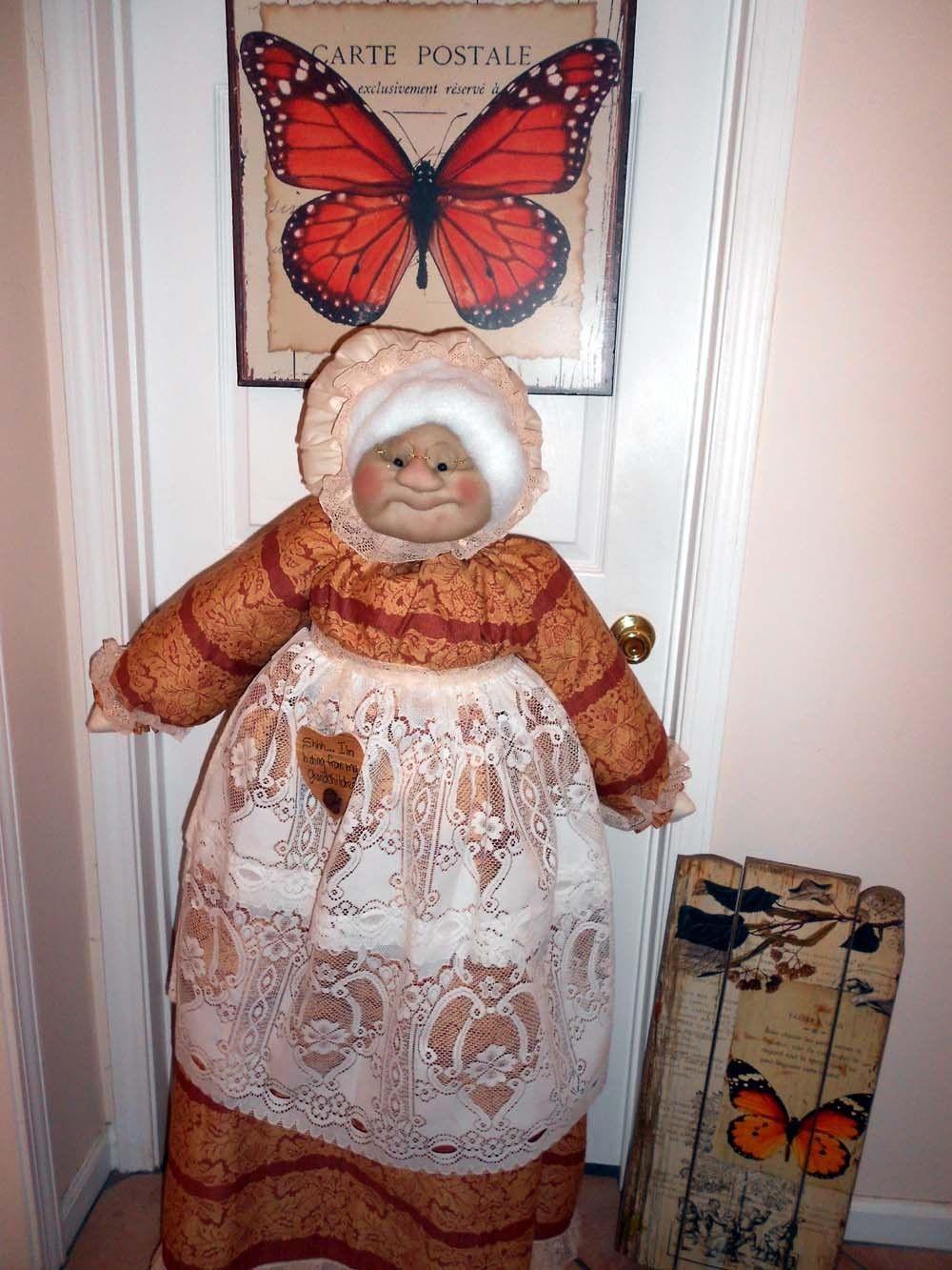 Vacuum Cover Soft Sculpture Grandma - Rust and Cream border print
