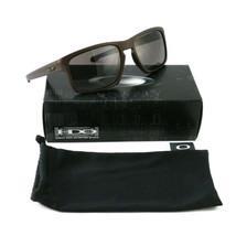 Oakley Sunglasses Sliver/Grey OO9262 57 18 140 Non-Polarized - $98.00