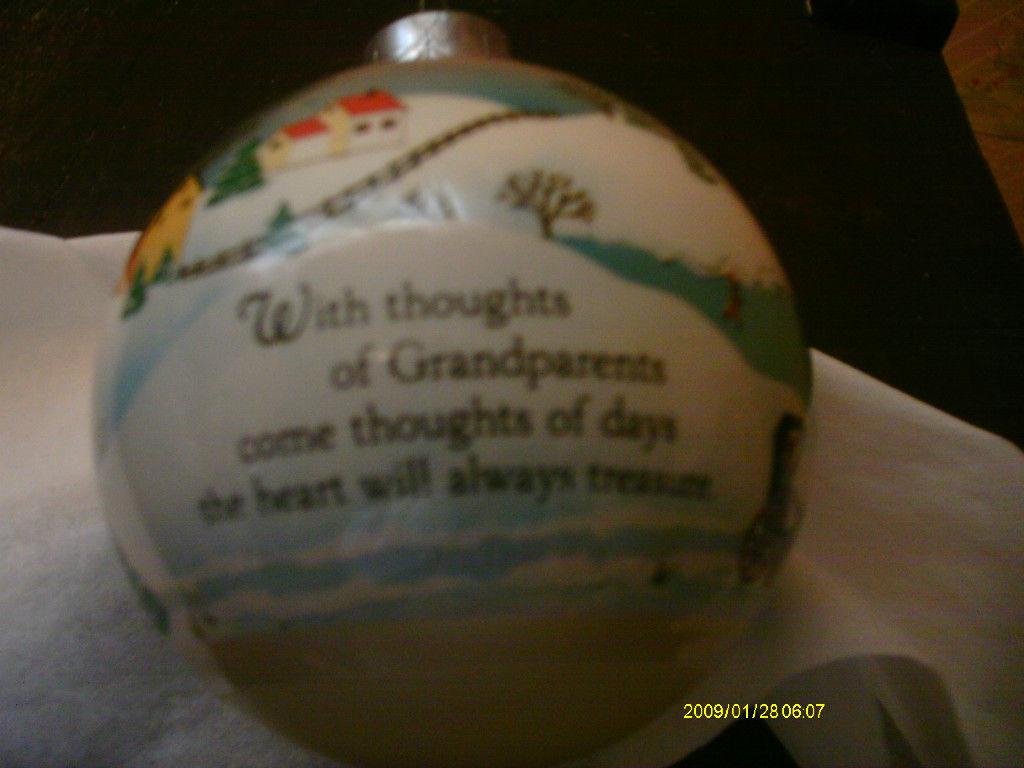 Hallmark Ornament 1982 Grandparents image 2