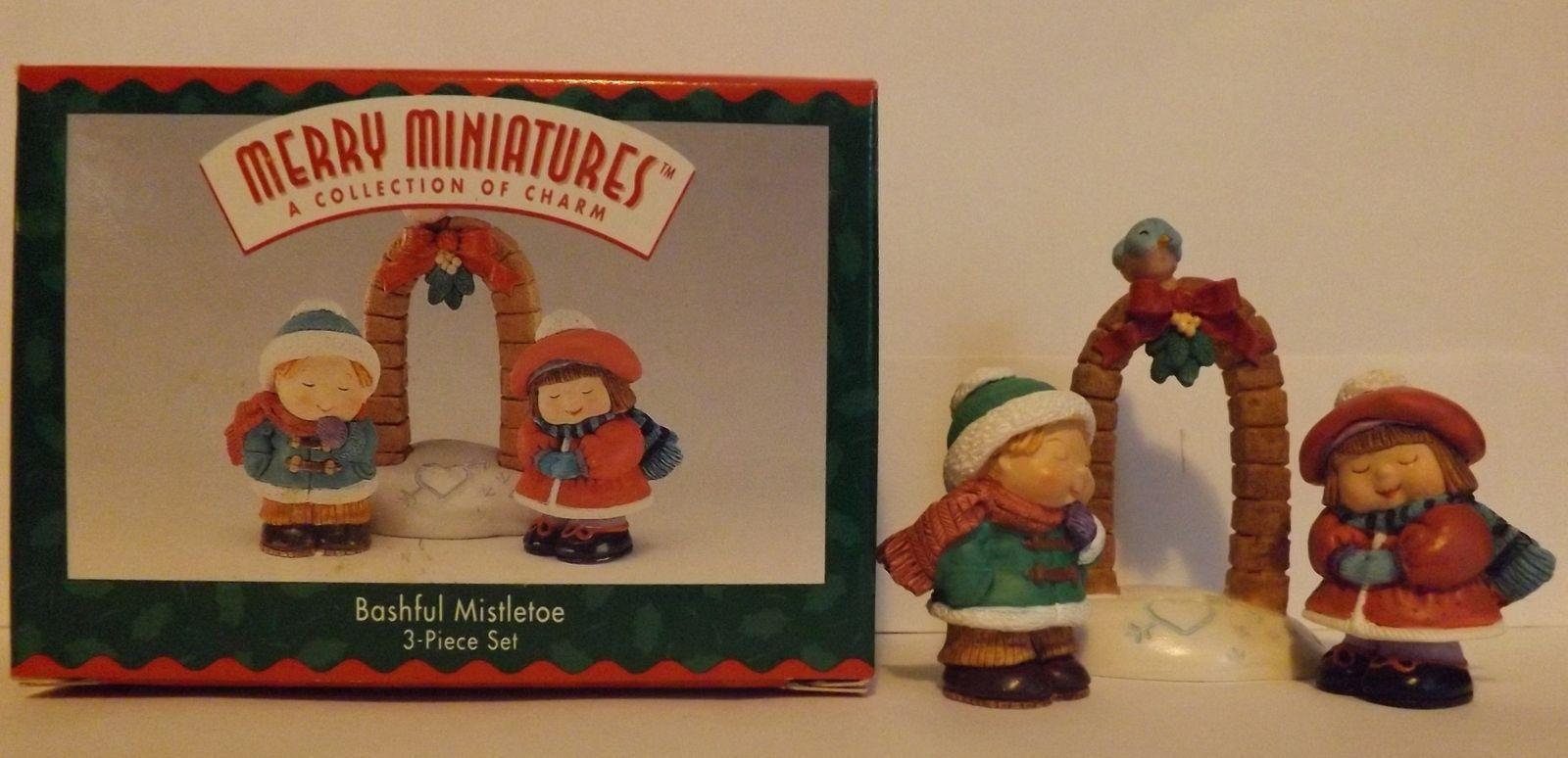 Hallmark Merry Miniatures Bashful Mistletoe 3-Piece Set Holidays 1996