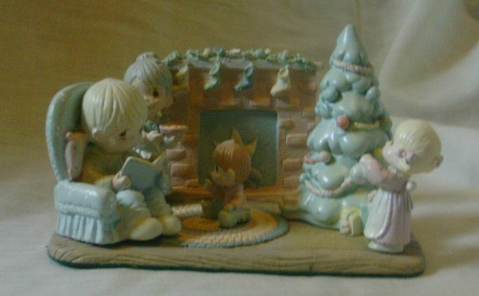 Precious Moments Miniature Pewter Family Christmas Scene 1989 image 3