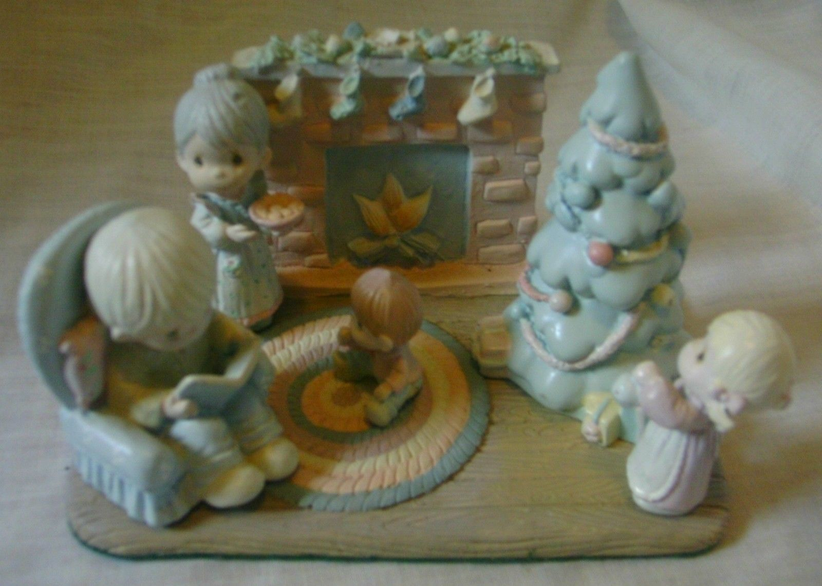 Precious Moments Miniature Pewter Family Christmas Scene 1989