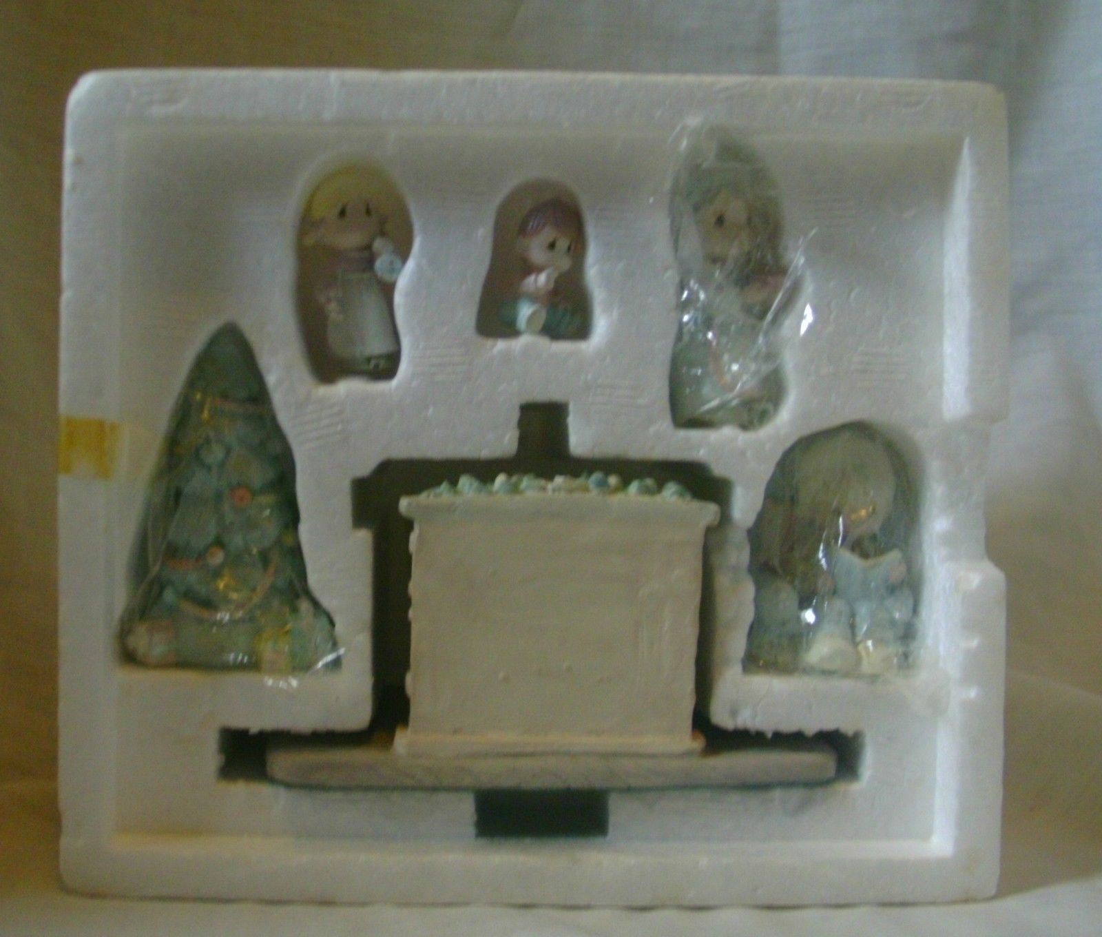 Precious Moments Miniature Pewter Family Christmas Scene 1989 image 4