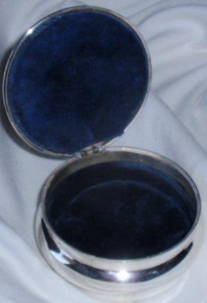 Beautiful silver jewelry box image 3