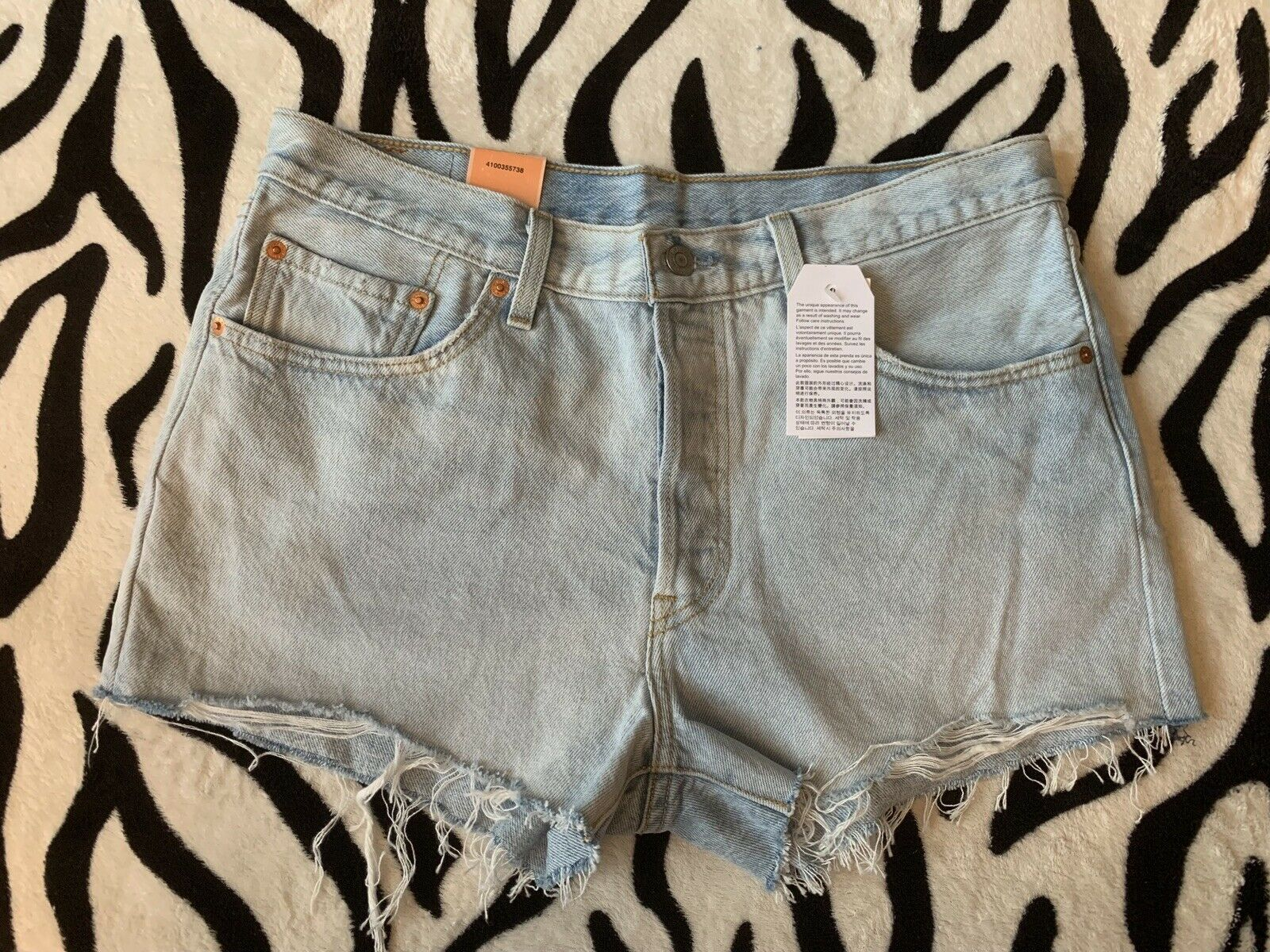 New Levis 501 Woman Short Size 31 Fast Shipping - $28.91