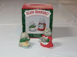 HALLMARK Merry Miniatures Charm Busy Bakers 2 Piece Set 1996 Miniature figurines - $10.68