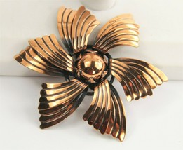 ESTATE VINTAGE Jewelry LARGE 3D COPPER SWIRL DESIGN FLOWER BROOCH - $15.00