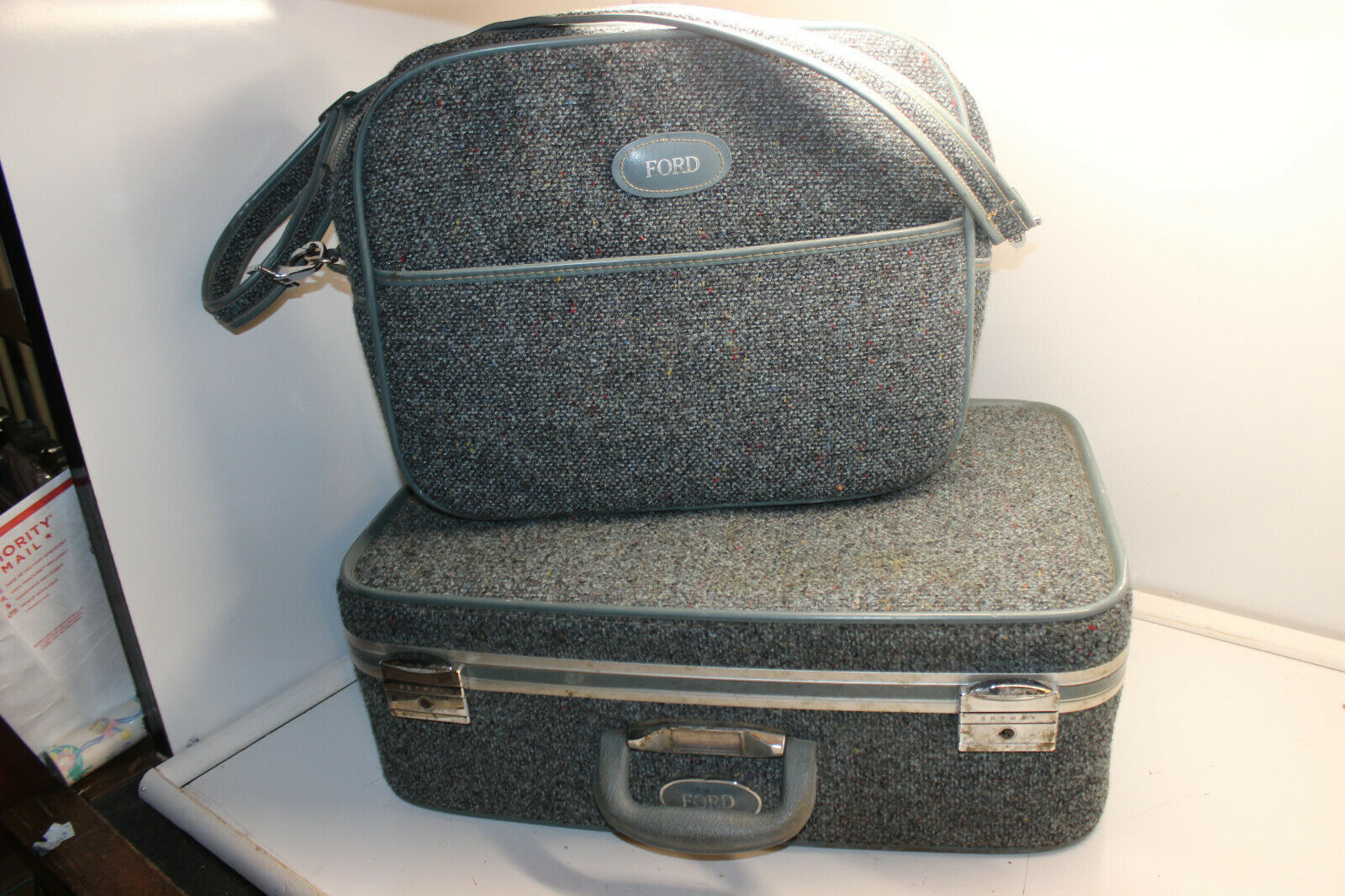 Primary image for VINTAGE BLUE GRAY TWEED SKYWAY CARRY ON ROLLER SUITCASE LUGGAGE & CARRY ON BAGS