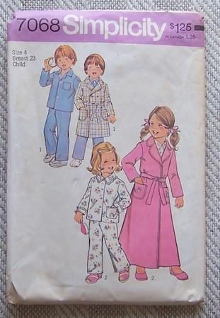 Simplicity 7068 Robe Pajamas Boy Girl Size 4 1977 Bonanza