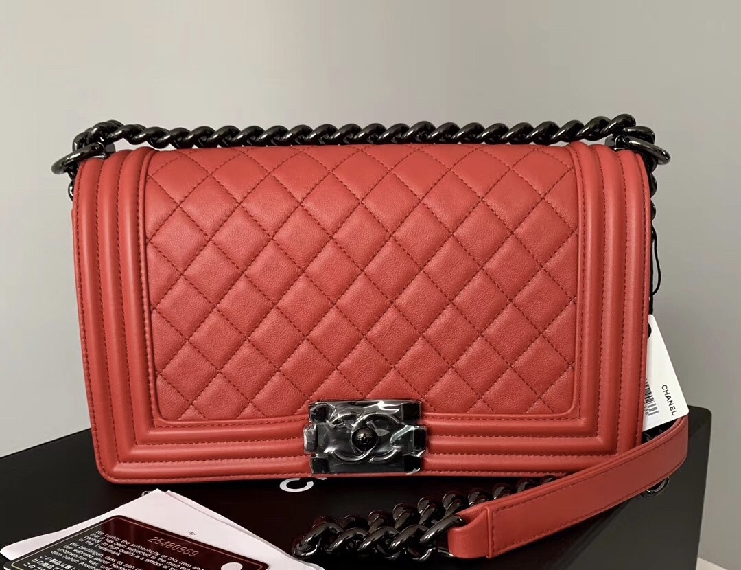 NEW RARE AUTH CHANEL RED QUILTED CALFSKIN SO BLACK HW MEDIUM BOY FLAP BAG