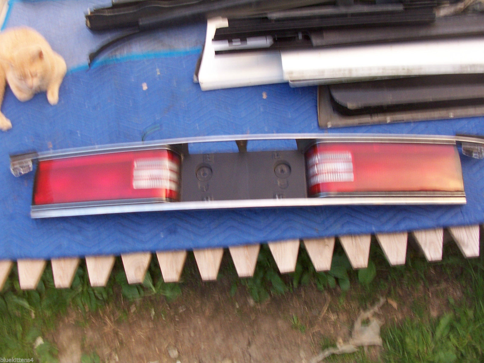 1992 1993 1994 1995 BUICK LESABRE CENTER TAIL LIGHT OEM USED TRUNK MOUNT PANEL