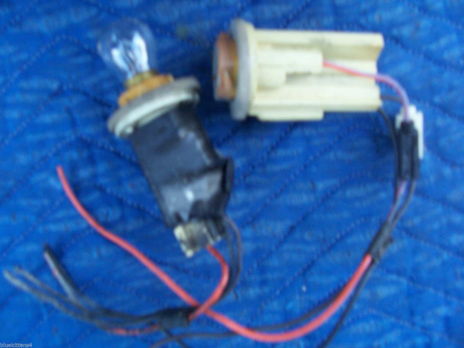 1981 TOWNCAR RIGHT TAILLIGHT LENS CHIPPED OEM USED ORIG LINCOLN  E0VY13440A 1984