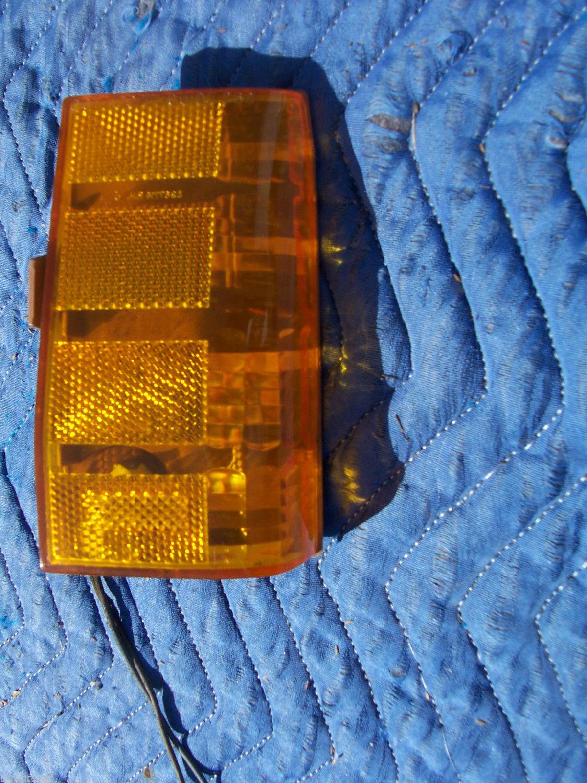 1977 BONNEVILLE RIGHT MARKER CORNER SIGNAL TURN  LIGHT OEM USED ORIG PONTIAC