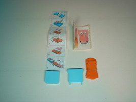 KINDER - K03 42 Snapping hippo + paper + sticker - Surprise egg - $1.50