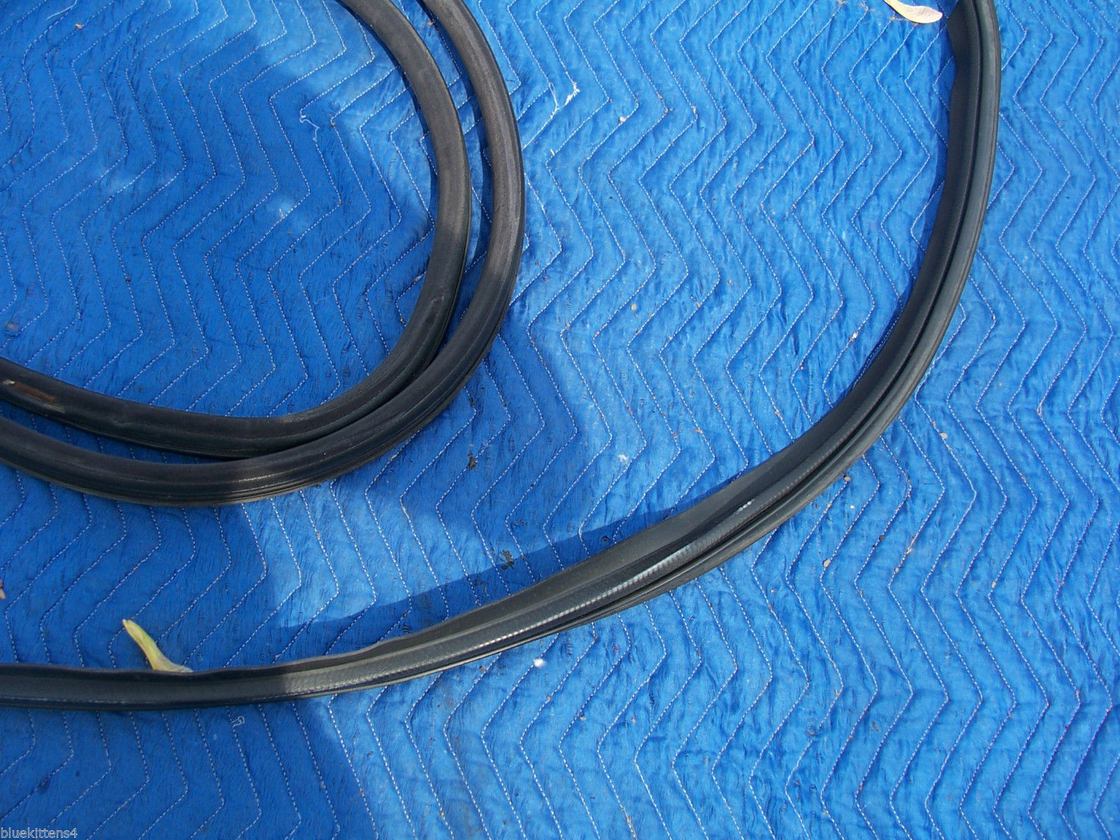 1993 SEVILLE STS RIGHT WEATHERSTRIP FRONT & REAR DOOR UPPR LWR USED OEM CADILLAC image 3