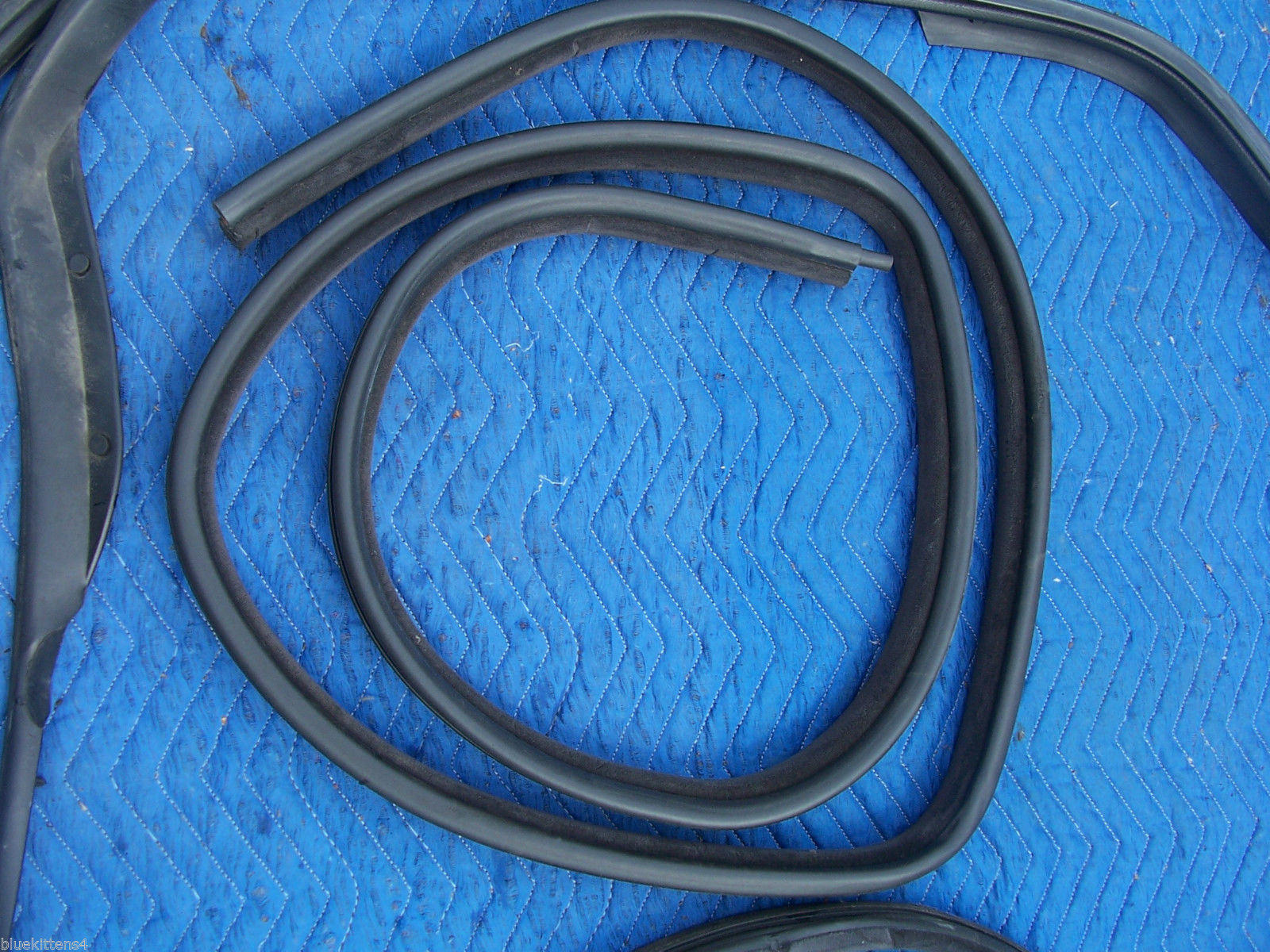 1993 SEVILLE STS RIGHT WEATHERSTRIP FRONT & REAR DOOR UPPR LWR USED OEM CADILLAC image 7