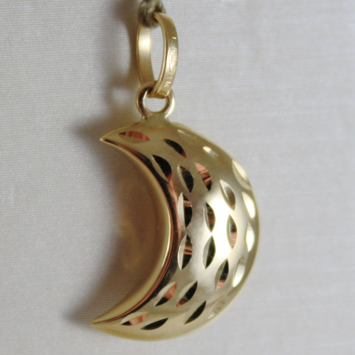 18K YELLOW GOLD ROUNDED MINI HALF MOON PENDANT FINELY HAMMERED MADE IN ITALY