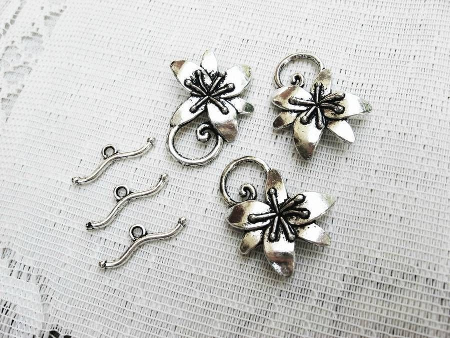 Pewter Flower Toggle Clasp, 30mm, 3 Toggles Antique Silver