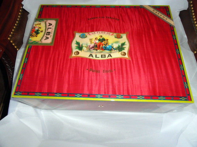 Elie Bleu  Alba Red Sycamore Humidor 200 ct image 1