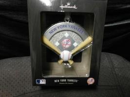"Hallmark ""Baseball Diamond-Themed - New York Yankees"" 2018 Metal Ornamen... - $15.79"