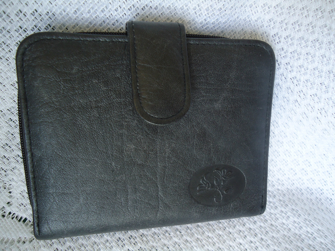 Primary image for BUXTON GENUINE LEATHER EXTERIOR WALLET WITH ID CARD PHOTO & COIN CASE